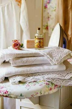 I love French country style, shabby chic , romantic and white style. This is just random things I love. Granny Chic, Rose Cottage, Cottage Style, White Cottage, Cottage Living, Country Living, Cozinha Shabby Chic, Linens And Lace, Clothes Line
