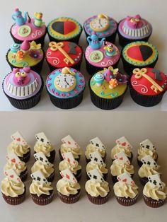 Alice In Wonderland Tea Party Birthday, Alice In Wonderland Cupcakes, Jack Y Sally, Disney Cakes, Mad Hatter Tea, Small Cake, Sweet 16, Cupcake Cakes, Cake Decorating