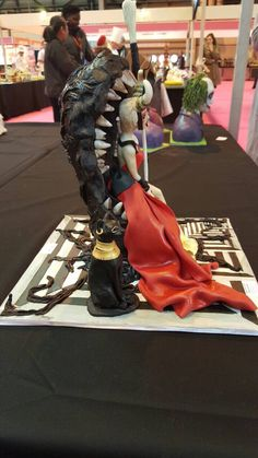 #cake#fondant#fondantcakes#yourmajesty#cakeinternational#silver