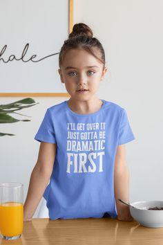 Diy Kids Shirts, Funny Kids Shirts, Cute Shirts, Shirts For Girls, Cute Shirt Designs, Toddler Humor, Vinyl Shirts, Diy Shirt, Making Ideas
