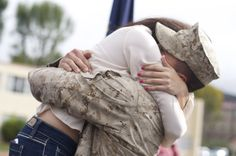 Kelsey Erin Photography- Military Homecomings Military Welcome Home, Military Homecoming, Home Of The Brave, Army Love, Military Life, Marine Life, Life Goals, Soldiers, Romantic