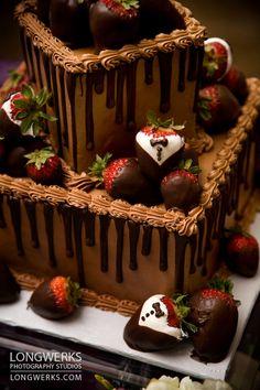 Chocolate Grooms Cake, Chocolate Ganache Cake, Chocolate Strawberry Cake, Strawberry Cakes, Cake Decorating Frosting, Cake Decorating Designs, Birthday Cake With Photo, Serving Ideas, Fall Wedding Cakes