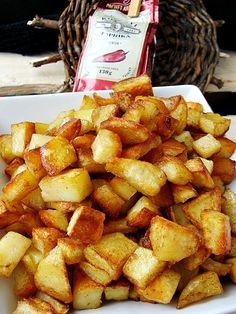 Reteta culinara Cartofi aurii la cuptor din categoria Mancaruri de post. Specific Romania. Cum sa faci Cartofi aurii la cuptor Pretzel Bites, Sweet Potato, Potatoes, Bread, Vegetables, Ethnic Recipes, Food, Potato, Brot