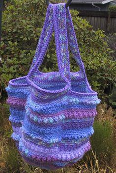 Stash Slasher Sampler Tote by Suzette - Free Crochet Pattern - (suzies-yarnie-stuff.blogspot)
