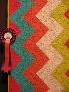 beautiful quilting - -- LOVE this quilt/colors/ i will never be able to make anything close to this! haha