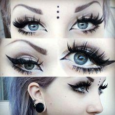 Pastel goth Makeup: eyelashes