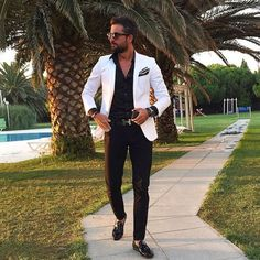 Mens Fashion Smart – The World of Mens Fashion Suits Outfits, White Blazer Outfits, Designer Suits For Men, Casual Wear For Men, Casual Shirt, Herren Outfit, Mens Fashion Suits, Gentleman Style, Mens Clothing Styles
