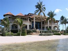Luxury real estate in George Town Cayman Islands - Castillo Caribe, Caribbean luxury real estate - JamesEdition