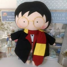 Tildo Toy Harry Potter super fofo saindo do forno ❤️ . Harry Potter Plush, Harry Potter Dolls, Harry Potter Room, Fabric Doll Pattern, Tilda Toy, Doll Patterns Free, Homemade Dolls, Fabric Toys, Sewing