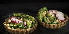 Parsatartaletit | Myllyn Paras #parsa saa näissä upeissa suolaisissa tarjottavissa kaverikseen #wasabi tai #piparjuuri tahnaa - herkullista! Parsa, Guacamole, Mexican, Ethnic Recipes, Food, Essen, Meals, Yemek, Mexicans