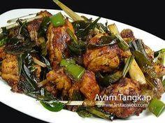 AYAM TANGKAP, sajian khas dari Aceh yang saat ini mulai dikenal di daerah Indonesia lainnya. Selain bumbu halus, Ayam Tangkap digoreng dengan rempah-rempah daunan yang memberi cita rasa dan kharakter tersendiri, lain dari Ayam Goreng umumnya. Cobalah dan temukan aroma dan kenikmatan rempah daun kari yang begitu lezat ;-)