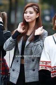 Like why is Tzuyu so cute? Kpop Girl Groups, Korean Girl Groups, Kpop Girls, Kpop Fashion, Korean Fashion, I Fancy You, Chou Tzu Yu, Tzuyu Twice, Beautiful Asian Girls