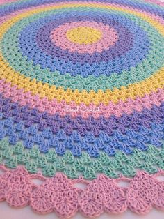 Learn how to make Crochet color step by step crochet color art diy embroideryandstitching embroidery and stitching videos Crochet Doily Rug, Crochet Carpet, Crochet Rug Patterns, Crochet Shell Stitch, Crochet Cushions, Crochet Round, Crochet Home, Baby Blanket Crochet, Crochet Yarn