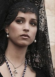 Spanish beauty with traditional Mantilla, Semana Santa, Andalucia, Spain. Such a beautiful tradition for being catholic and will like to use a mantilla but I don't want to show attetion to me. We Are The World, People Around The World, Mantilla Semana Santa, All I Want For Christmas, Foto Portrait, Beautiful People, Beautiful Women, Spanish Woman, Spanish Style