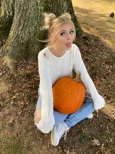 101 Sexy Kylie Jenner Pictures That Will Get Your Heart Racing Pop Culture Halloween Costume, Creative Halloween Costumes, Funny Halloween, Halloween Party, Halloween Decorations, Loren Grau, Peinados Pin Up, Gray Aesthetic, Pink One Piece