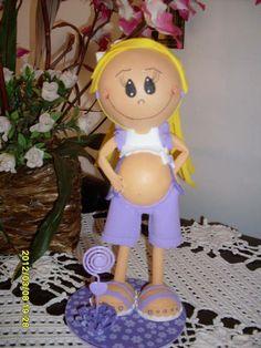 Fofucha grávida, uma ótima opção para presentear alguma amiga que está grávida ou simplesmente para enfeitar a mesa de seu Chá de Fraldas... Mede aproximadamente 24 cm. Com opção variada de cores. R$ 20,00