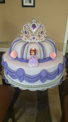Sofa the first birthday cake Sofia The First Birthday Cake, Gold Birthday Cake, First Birthday Cakes, Bolo Sofia, Sofia Cake, Bolo Barbie, Barbie Cake, Kreative Desserts, Novelty Cakes