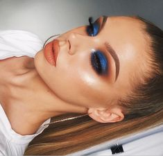 Bronze and dark blue eye makeup - ChicLadies. Perfect Makeup, Cute Makeup, Glam Makeup, Gorgeous Makeup, Makeup Inspo, Bridal Makeup, Makeup Art, Makeup Inspiration, Hair Makeup