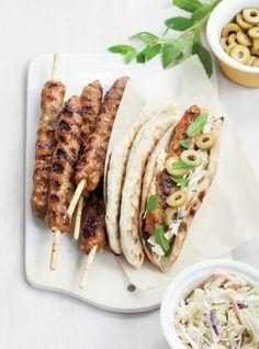 Recette de Ricardo de Keftas de veau en sandwich Veal Recipes, Gourmet Recipes, Snack Recipes, Cooking Recipes, Snacks, Sandwiches For Lunch, Sandwich Recipes, Souvlaki Recipe, Food Business Ideas