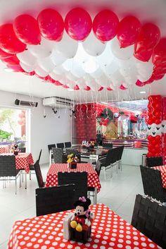 Festa de Aniversário tema Minnie e o Mickey Minnie Mouse Birthday Decorations, Birthday Room Decorations, Girl Birthday Themes, Fiesta Mickey Mouse, Mickey Mouse Parties, Mickey Party, Mickey 1st Birthdays, Mickey Mouse First Birthday, Impreza