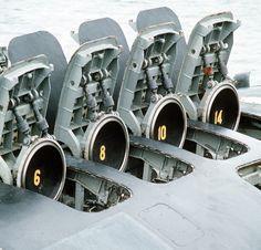 El 12 celdas Mk-45 VLS es un sistema de lanzamiento en uso en la marina de guerra SSN de y SSGN de. Se utiliza para: UGM-84 Harpoon UGM-109 Tomahawk Utilizado en: clase Virginia SSN clase Seawolf SSN clase Los Angeles SSN Ohio clase SSGN