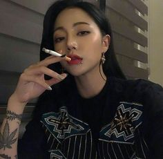 Discover recipes, home ideas, style inspiration and other ideas to try. Ulzzang Girl Fashion, Ulzzang Korean Girl, Cute Korean Girl, Asian Girl, Pretty People, Beautiful People, Estilo Harajuku, Uzzlang Girl, Girl Smoking