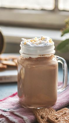 Christmas in the glass: speculoos shake - Rezepte - Noel Cooking Box, Fast Dinners, Vegetable Drinks, Christmas Drinks, Healthy Eating Tips, Fall Desserts, Winter Food, The Fresh, Smoothie Recipes
