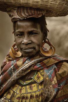 **Africa   Fulani (Peul) girl. Sahel, Mali   © Roberto Nencini
