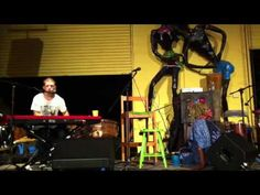 Ngaiire performs two minds live at the rhythm hut