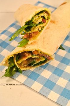 Wraps met parmaham, zongedroogde tomaatjes, pesto en rucola - Flaironline - Voor jou, over jou Good Healthy Recipes, Vegetarian Recipes, Brunch, Lunch To Go, Happy Foods, Perfect Food, High Tea, No Cook Meals, I Foods