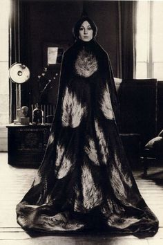 Anjelica Huston wearing a floor length cape decorated with a flame motif, early (Photo by Terry O'Neill/Getty Images) black and white photo Belle Epoque, B&w Tumblr, Bob Richardson, White Photography, Fashion Photography, Vintage Photography, Rihanna, Beyonce, Terry O Neill