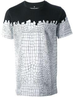 Kris Van Assche - T-shirt imprimé Print T Shirts, Tee Shirts, Ropa Hip Hop, Mode Costume, Tee Shirt Homme, Custom T Shirt Printing, My T Shirt, Look Cool, Cool Tees
