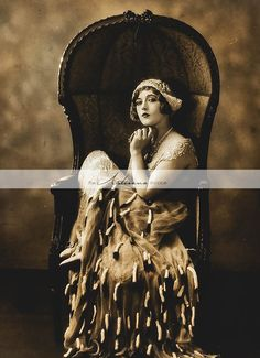 "Portrait of Marion Davies for ""Beverly of Graustark"", directed by Sidney Franklin, Photo by Ruth Harriet Louise. Belle Epoque, Vintage Pictures, Old Pictures, Old Photos, Vintage Love, Vintage Beauty, Retro Vintage, Art Nouveau Pintura, Marion Davies"