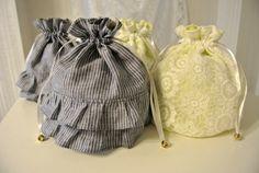 ふっくらとした巾着袋です☆Flor Blanca OriginalAnemone - アネモネホワイトカラーのフラワーレース生地×レモンイエロー&...|ハンドメイド、手作り、手仕事品の通販・販売・購入ならCreema。 Potli Bags, Diy Bags Purses, T Bag, Textiles, Kids Bags, Cloth Bags, Small Bags, Bag Accessories, Creations