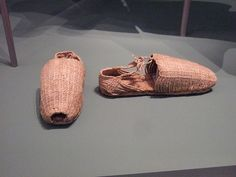 Pair of Shoes (Alpargatas) from the property of Stephan III Praun, c. 1571 Germanisches National Museum Hemp Cord, made by Spanish rope makers. Good for walking through hard mountains, heat and water.