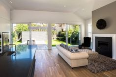 Places to Stay in Auckland New Zealand. This 4 bedroom holiday sleeps 8 people. Rent for £364 per night