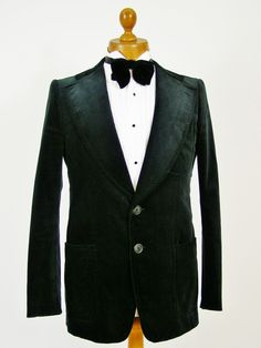 Velvet smoking jacket / evening jacket. Mens velvet jackets in abundance at Tweedmans Vintage! http://www.tweedmansvintage.co.uk/