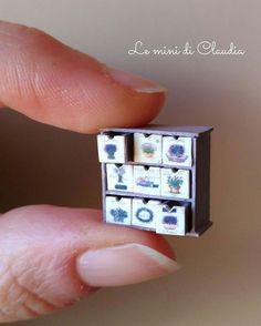 1,524 отметок «Нравится», 13 комментариев — Le Mini Di Claudia (@leminidiclaudia) в Instagram: «Cabinet drawers 1/2 inch scale. Tiny, tiny drawers... Only 4 mm! #dollshousefurniture…»