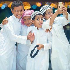 Saudi boys celebrating Eid. Islamic Images, Islamic Pictures, Cute Baby Couple, Cute Babies, Arabian People, Baby Hijab, Ramadan Poster, 3840x2160 Wallpaper, Hijab Cartoon