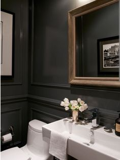 Get The Look: 18 Ways To Bring British Style Home With verdant rolling countryside and a damp climate, it's no wonder flowers feature heavily in British design. Style At Home, Powder Room Design, Powder Room Paint, Black Powder Room, Powder Room Decor, Bathroom Styling, Bathroom Interior, Cheap Home Decor, Home Interior Design