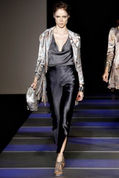 See the complete Giorgio Armani Spring 2012 Ready-to-Wear collection.