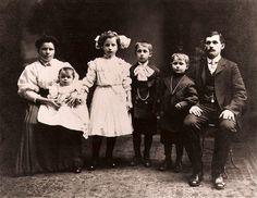 vintage family portraits - Google Search