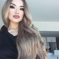 When your spray tan fades off  Lips in soft spoken @nyxcosmetics • Dirty blonde @bellamihair locks (use code iluvsarahii) #iluvsarahii #nyx #bellamihair #palelife