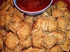 Copycat recipe - Olive Garden Toasted Ravioli Good to Know! (use cheese filled ravioli) Also, recipe for Ranch Doritos. Copycat Recipes, Great Recipes, Favorite Recipes, Yummy Recipes, Everlasting Recipe, Appetizer Recipes, Dinner Recipes, Appetizers, Ravioli Recipe