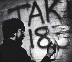 The wild times of the subway graffiti era at the city's worst, an art form flourishes along transit lines - The Bowery Boys: New York City History Graffiti History, Street Art Graffiti, Graffiti Artists, Graffiti Writing, Graffiti Tagging, Graffiti Alphabet, Nyc Subway, Subway Art, Street Culture
