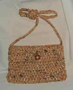 What a plarn purse would look like in brown.  I'm not that in love with these, but they're fun.  Might make one.  Or 2.