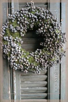 Date roof wreath @ www.nl, Date roof wreath @ www. Wreaths And Garlands, Flower Garlands, Door Wreaths, Easter Wreaths, Christmas Wreaths, Christmas Decorations, Holiday Decor, Lavender Wreath, Decoration Inspiration