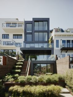 Remember House is a minimalist architecture project located in San Francisco, California, designed by Edmonds + Lee Architects. Residential Architecture, Interior Architecture, Interior Design, Creative Architecture, Room Interior, Style At Home, San Francisco Houses, Languedoc Roussillon, Beaux Villages