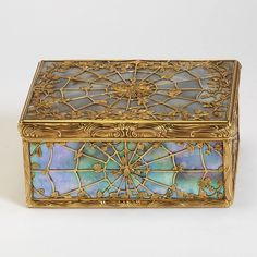 Gold and mother of pearl decorated box, Paris marks for 1744-1745 and 1745-1746