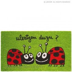 """Laroom - Felpudo verde """"¿ulertzen duzu?"""" - Laroom diseña y fabrica productos para el hogar y la vida - www.laroom.com Ideas Prácticas, Coco, Kids Rugs, Character, Anna, Home Decor, Books, World, Funny Doormats"""